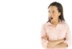 Entsetzte stehende Arme Geschäftsfrau-Looking Away Whiles gekreuzt Stockfoto