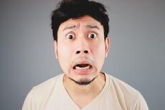 Entsetzter asiatischer Mann Stockfoto