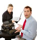Entsetzter Manager mit überholter Ausrüstung Lizenzfreies Stockfoto