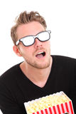 Entsetzter Mann in 3D-glasses Stockfoto
