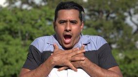 Entsetzter oder aufgerüttelter erwachsener hispanischer Mann stock video footage