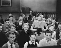 Entsetztes Publikum im Theater (alle dargestellten Personen sind nicht längeres lebendes und kein Zustand existiert Lieferantenga Stockfotos