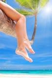 Entspannen Sie sich auf Palme Lizenzfreie Stockfotos
