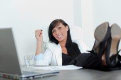 Entspannen Sie sich Bürofrau stockfotografie