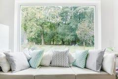 Entspannen Sie sich Bereich mit Sofa lizenzfreies stockbild