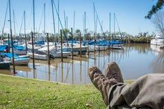 Entspannen Sie sich an Buenos- Airesjachthafen, schöner Platz stockfotos