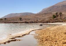 Entspannen Sie sich in dem Toten Meer Lizenzfreie Stockbilder