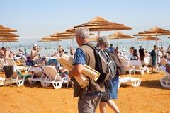 Entspannen Sie sich in dem Toten Meer Lizenzfreies Stockbild
