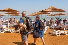 Entspannen Sie sich in dem Toten Meer Stockfotografie