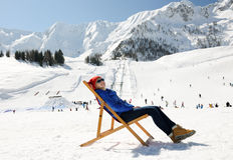 Entspannen Sie sich in den Winterbergen Lizenzfreies Stockbild