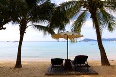 Entspannen Sie sich durch das Meer Stockbild