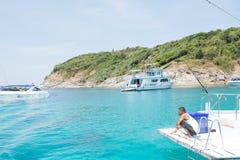 Entspannen Sie sich durch das Meer Stockfotos