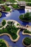 Entspannen Sie sich durch das Pool Lizenzfreie Stockbilder