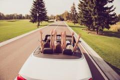 Entspannen Sie sich kalten Bestimmungsort, Fahrzeugmiete, Geschwindigkeitsfahrt, Studentenleben Lizenzfreies Stockfoto