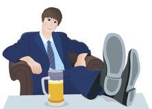 Entspannen Sie sich Mann und trinken Sie Stockbild