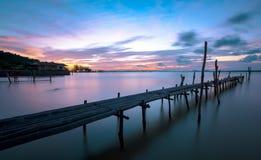 Entspannen Sie sich Meerblick in der blauen Stunde Stockbild