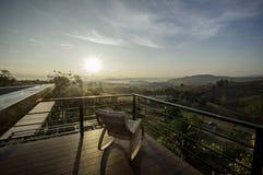 Entspannen Sie sich mit Sonnenaufgang lizenzfreie stockfotografie