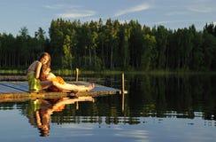 Entspannen Sie sich, nachdem Sie geschwommen sind Stockfotos