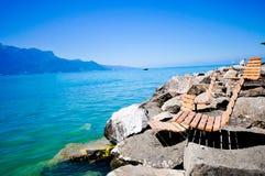 Entspannen Sie sich nahe dem See Stockbilder