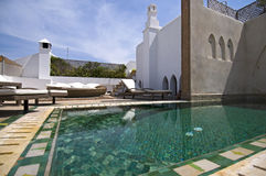 Entspannen Sie sich am Pool Lizenzfreies Stockfoto