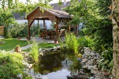 Entspannen Sie sich Zeit im Garten Stockbilder