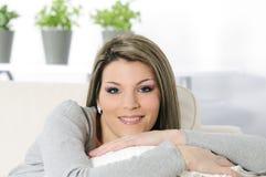 Entspannende Frau Stockfoto