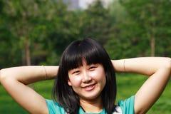 Entspannende junge asiatische Schönheit Stockfotografie