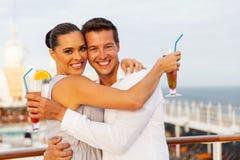 Entspannende Kreuzfahrt der Paare Lizenzfreie Stockfotografie