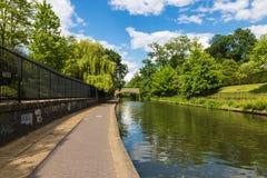 Entspannende Landschaft des Kanals Lizenzfreies Stockfoto