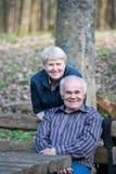 Entspannende Paare Stockfoto