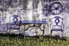Entspannende Sitzplätze im Garten stockfotografie