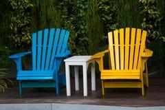 Entspannende Stühle im Garten Lizenzfreies Stockbild