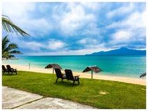 Entspannende Strandferien lizenzfreies stockfoto