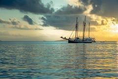 Entspannende Yacht in dem Indischen Ozean Stockbilder