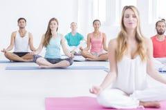 Entspannende Yogaübungen Lizenzfreies Stockbild