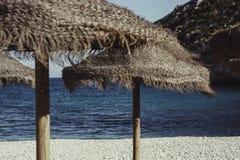 Entspannender einsamer Strandtag Stockfoto