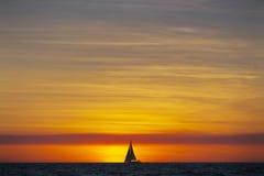 Entspannender Ferien-Sonnenuntergang Stockfoto