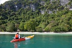 Entspannender Kayaker Stockfoto