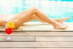 Entspannender Poolside Stockbilder