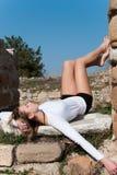 Entspannt unter alten Ruinen in Avdira Lizenzfreies Stockfoto