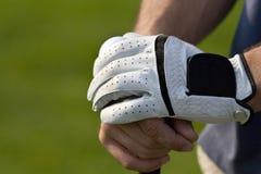 Entspannte Hände auf dem Golfclub - horizontal Lizenzfreie Stockfotos