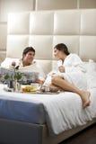 Entspannte Paare im Bett Stockfoto