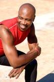 Entspannter junger afrikanischer Sportmann stockbilder