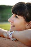 Entspanntes Mädchenlächeln Stockbild
