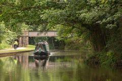 Entspannung auf dem Leeds- und Liverpool-Kanal lizenzfreies stockfoto