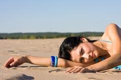 Entspannung auf dem Strand lizenzfreie stockbilder