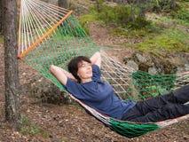 Entspannung in der Hängematte Lizenzfreie Stockfotos