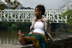 Entspannung durch das river3 Lizenzfreie Stockfotos