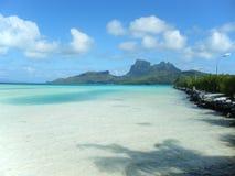 Entspannung durch den Ozean Lizenzfreie Stockfotos