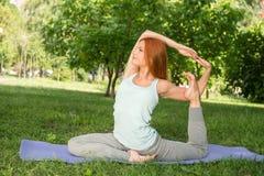 Entspannung mit Yoga Stockbilder